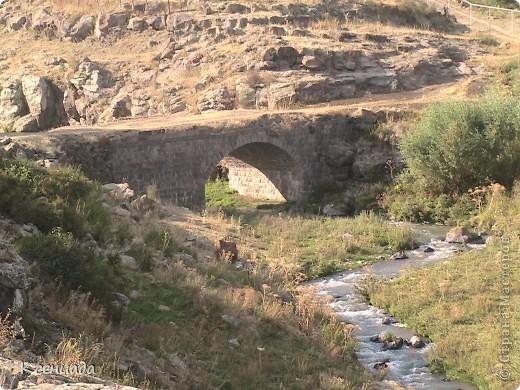 Пересматривая фотографии, наткнулась на фото сделанные в Армении, когда муж там служил!!! Захотелось с Вами поделиться этой красотой!!! С детства мечтала побывать на озере Севан!!!  фото 60