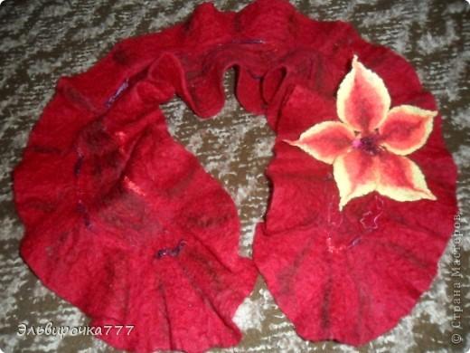 Моя первая работа в технике валяние! Создавалась специально для мамочки!Цветок-брошь можно носить отдельно.  фото 1