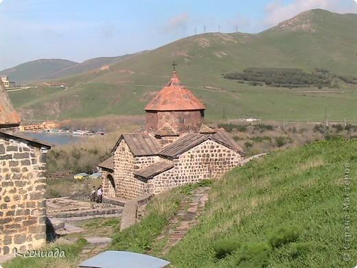 Пересматривая фотографии, наткнулась на фото сделанные в Армении, когда муж там служил!!! Захотелось с Вами поделиться этой красотой!!! С детства мечтала побывать на озере Севан!!!  фото 2