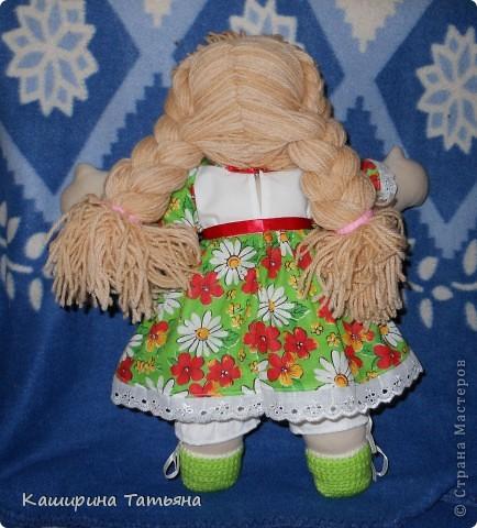 Не судите строго. Это моя первая кукла. Знаю, что недостатков и ошибок много (ручки неправильно вшиты, на шее складки, с волосами проблемы), в следующей работе постараюсь исправить. Здесь моя Маруся сидит. фото 3