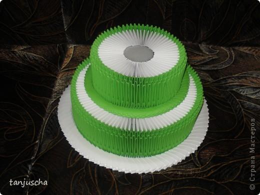 Всем привет. Я к вам сегодня с мини МК.  Очень много до этого делала тортиков в технике модульное оригами.Большое спасибо Татьяне Просняковой за МК.  Заметила что для цветочков в таких тортиках не очень много места и я решила сделать форму тортика как для Свит дизайна. Вот что получилось фото 5