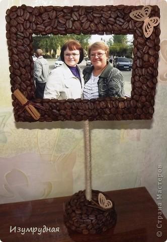 Добрый день!  Попросили меня недавно сделать кофейные рамочки для фото. Идей не оказалось. Готовые рамки обклеивать кофе - слишком просто и неинтересно. А как сделать из того, что под рукой, не придумывалось. В общем, спасли меня Наташа (http://stranamasterov.ru/user/118439) и Любовь (http://stranamasterov.ru/user/101062). Радовали они нас такиииими красивыми рамками, что сразу захотелось узнать секрет их создания. Все оказалось просто)) Надеюсь, что сповторюшничала я удачно))  фото 1