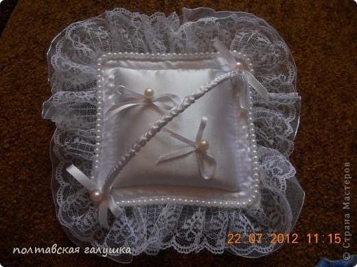 Эту подушечку шила на свадьбу дочери 1.5 года назад. Выставляю сейчас, потому что только вспомнила про неё... фото 1