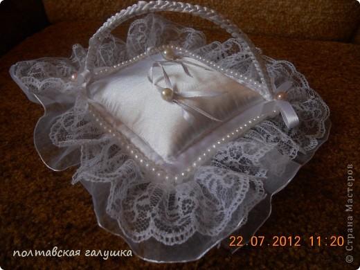 Эту подушечку шила на свадьбу дочери 1.5 года назад. Выставляю сейчас, потому что только вспомнила про неё... фото 2