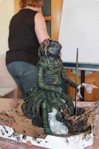 """ВСЕМ привет!!!!  вчера 21 ибля для меня был замечательный день!  Я побывала в творческой сказке под названием """"ПАВЕРПОЛ"""".  Паверпол-PAVERPOL - уникальная голландская техника, которая позволяет создавать скульптуры из различных материалов. PAVERPOL может быть использована для всех видов материалов, твердых или таких, как текстиль, бумага, замша, стекловолокно, глина и все виды натуральных материалов. А выглядеть это будет как дерево, керамика, гипс, бетон, камень и т.д. Благодаря данному продукту Вы можете сделать фигурки, статуэтки из проволоки, куклы, скульптуры и другие украшения. Уникальными свойствами PAVERPOL являются быстрое время высыхания, а также возможность скульптур быть выставленными на открытом воздухе. Мы являемся официальными дистрибьюторами PAVERPOL в России .  Замечательный коллективчик был на мастер-класе))),все увлеченные натуры))).  А вот как у нас все происходило и .что в итоге вышло)) смотрите сами....   фото 13"""