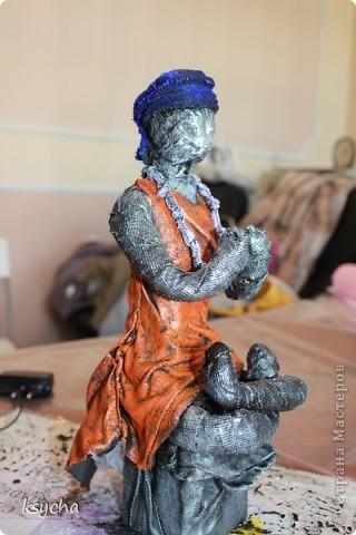"""ВСЕМ привет!!!!  вчера 21 ибля для меня был замечательный день!  Я побывала в творческой сказке под названием """"ПАВЕРПОЛ"""".  Паверпол-PAVERPOL - уникальная голландская техника, которая позволяет создавать скульптуры из различных материалов. PAVERPOL может быть использована для всех видов материалов, твердых или таких, как текстиль, бумага, замша, стекловолокно, глина и все виды натуральных материалов. А выглядеть это будет как дерево, керамика, гипс, бетон, камень и т.д. Благодаря данному продукту Вы можете сделать фигурки, статуэтки из проволоки, куклы, скульптуры и другие украшения. Уникальными свойствами PAVERPOL являются быстрое время высыхания, а также возможность скульптур быть выставленными на открытом воздухе. Мы являемся официальными дистрибьюторами PAVERPOL в России .  Замечательный коллективчик был на мастер-класе))),все увлеченные натуры))).  А вот как у нас все происходило и .что в итоге вышло)) смотрите сами....   фото 14"""