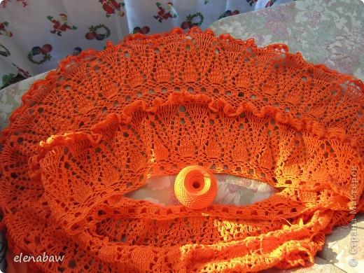 Пляжная юбка Оранжевое безумие, связалась случайно, как первый вариант юбки для себя. Я не угадала с размером, хотела распустить, но в гости пришла сестра и выпросила отдать юбку ей! В итоге вот что вышло! фото 5