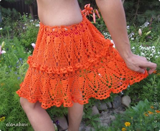 Пляжная юбка Оранжевое безумие, связалась случайно, как первый вариант юбки для себя. Я не угадала с размером, хотела распустить, но в гости пришла сестра и выпросила отдать юбку ей! В итоге вот что вышло! фото 1