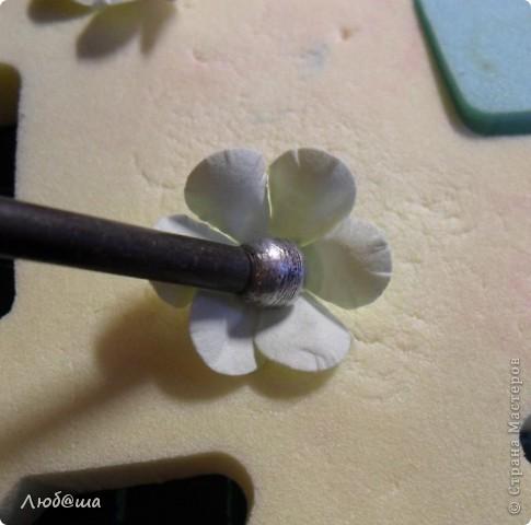 Хочу показать вам как в своей открытке делала пионы: http://stranamasterov.ru/node/389032 . Розы делала по такой же методике. Похоже получилось или нет - судить вам. фото 20