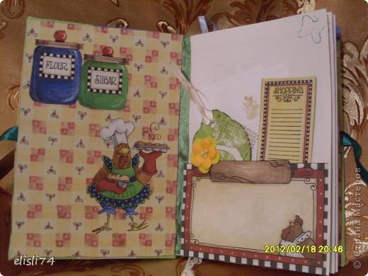 Долго валялся у меня альбом для рисования. Вот и пришла идея из его листов сшить книгу. А в процессе поняла, что это будет кулинарная книга. Это первая страница. фото 1