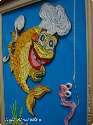 Сегодня день удачной рыбалки. Пока не понятно для кого - для рыбака или для рыбки? Одно ясно - это неважный день для червяка и по всему видно, что он это понимает. Эту работу поместила на конкурс в Хомячке http://homyachok-scrap-challenge.blogspot.com/2012/07/8.html фото 2