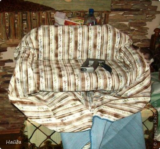 не помню,кто спрашивал-а что под обивкой дивана? Показываю -выпиливаем из оргалита остов дивана (30х50х15)  и стягиваем его на мебельные стяжки. степлером для мебели прикрепляем ленты из льна или прочного ситца. Этими лентами крепим поролон и моделируем будущую форму дивана. фото 4