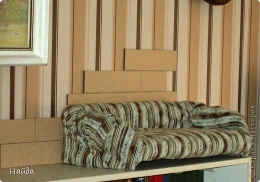 не помню,кто спрашивал-а что под обивкой дивана? Показываю -выпиливаем из оргалита остов дивана (30х50х15)  и стягиваем его на мебельные стяжки. степлером для мебели прикрепляем ленты из льна или прочного ситца. Этими лентами крепим поролон и моделируем будущую форму дивана. фото 8