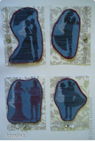 """Родилась серия """"Молодожёны""""  Использовала дизайнерский картон, орнамент обведён гелевой перламутровой ручкой-блестит, на двестороннем вспененном скотче сама картинка по краю цветным песком обклеена, ленточка и стразик. фото 1"""