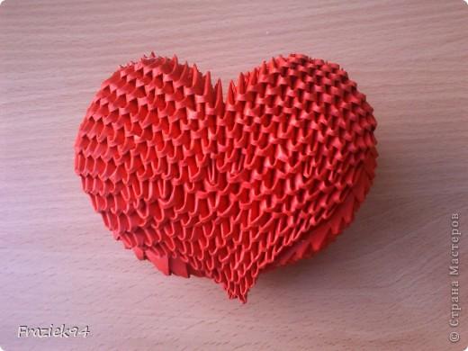 Serce na zdjęciu poniżej wykonane jest z modułów 1/64, czyli kartkę A4 dzielimy na 64 kawałki. Potrzeba ich 744. фото 1