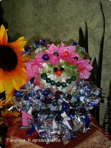 Сделала веер из вилочек и вниз расположила цветы из конфет! фото 15