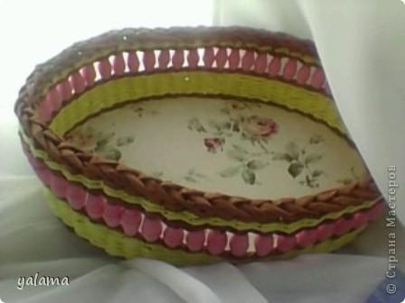 Здравствуйте!!! Сегодня решила Вам показать следующую плетёнку, сделанную вот в таких весёлых тонах. От предыдущей она не отличается ничем, разве что только формой и цветом. фото 1