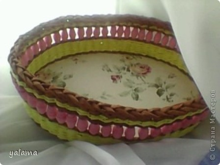 Здравствуйте!!! Сегодня решила Вам показать следующую плетёнку, сделанную вот в таких весёлых тонах. От предыдущей она не отличается ничем, разве что только формой и цветом. фото 9