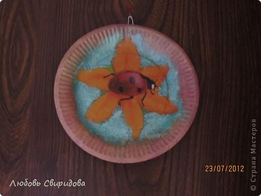 натюрморт-бумажная тарелочка, перламутровая гуашь, бумажная салфетка. фото 2