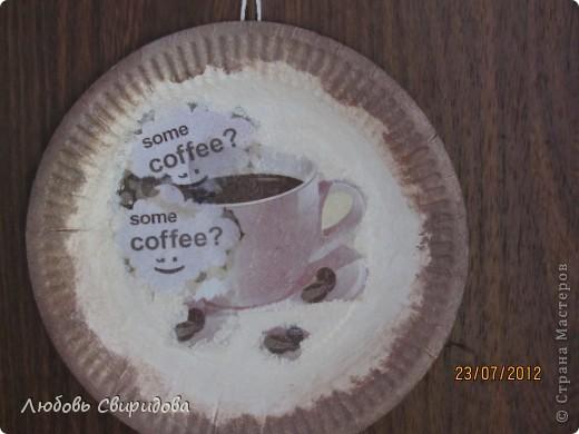 натюрморт-бумажная тарелочка, перламутровая гуашь, бумажная салфетка. фото 3