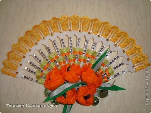 Сделала веер из вилочек и вниз расположила цветы из конфет! фото 1