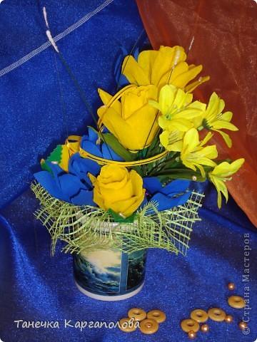 Сделала веер из вилочек и вниз расположила цветы из конфет! фото 5