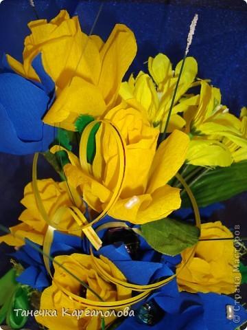 Сделала веер из вилочек и вниз расположила цветы из конфет! фото 7