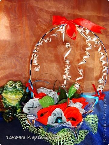Сделала веер из вилочек и вниз расположила цветы из конфет! фото 8