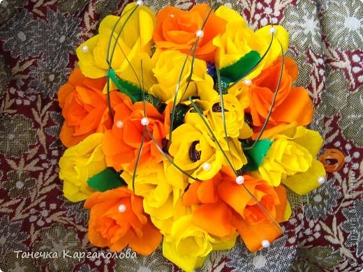 Сделала веер из вилочек и вниз расположила цветы из конфет! фото 9