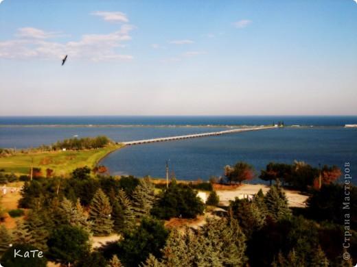 Многие уже были на отдыхе, многие собираются...  У меня пока нет возможности вырваться из липких лап душного города, и окунутся в прохладную синюю бездну=(  По этому, в редкие минуты, посвященные себе, любимой, пересматриваю фото с прошлого отпуска и  мысленно переношусь на юг.  Крым это особенное место. Каждый, кто приедет сюда, найдет для себя то, что ему хочется: тихую деревушку или  шумный город, дикий отдых среди скал или комфортабельный отель, пещеры, ханские дворцы, песчаные или галечные пляжи, степь или горы.   фото 13