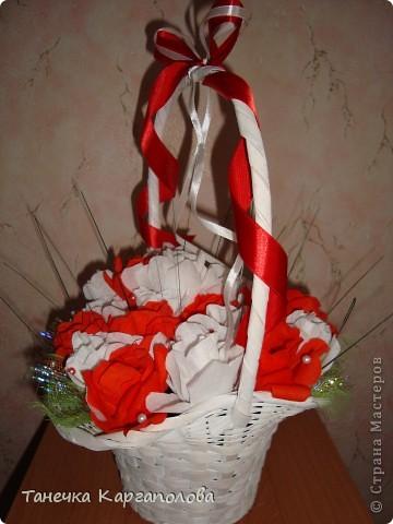 Сделала веер из вилочек и вниз расположила цветы из конфет! фото 13
