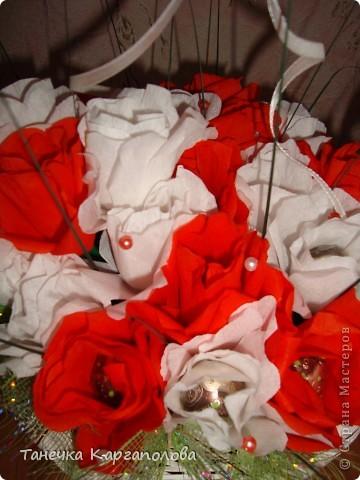 Сделала веер из вилочек и вниз расположила цветы из конфет! фото 14