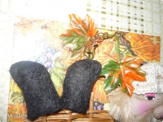 Буквально на днях меня осенило, что корзинка из-под букета- это готовый плетень. Дальше пошла сплошная импровизация. фото 18
