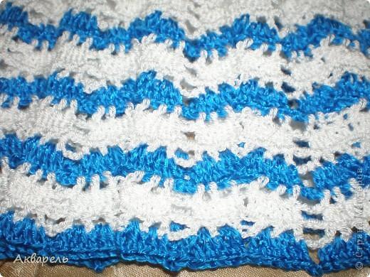 Кайма, нить толще и поэтому синяя полоса рельефнее. .  Что ни чуть не портит вид.