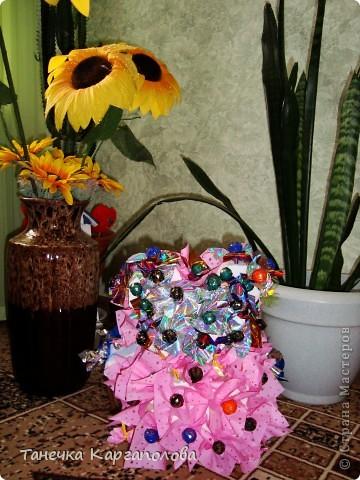 Сделала веер из вилочек и вниз расположила цветы из конфет! фото 16