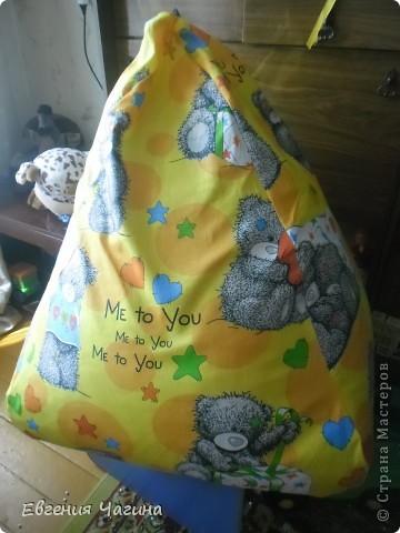 Вот такое кресло-мешок попросили меня с шить на день рождения маленькому мальчику, которому как раз сегодня исполняется 2 года.