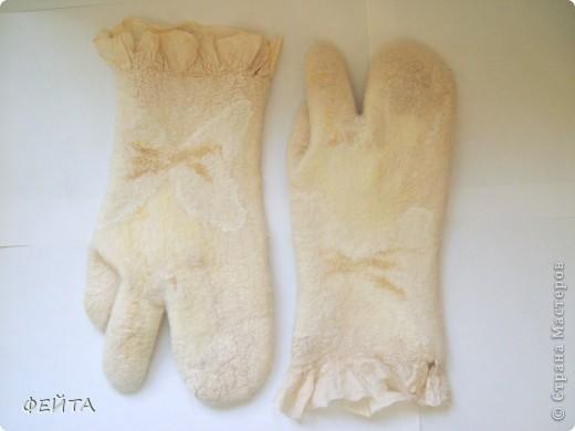"""Попробовала свалять """" по мокрому """" рукавички с двумя свободными пальцами на натуральном шелке,НЕ БЕЗ ПОМОЩИ """" Учителя"""" фото 1"""