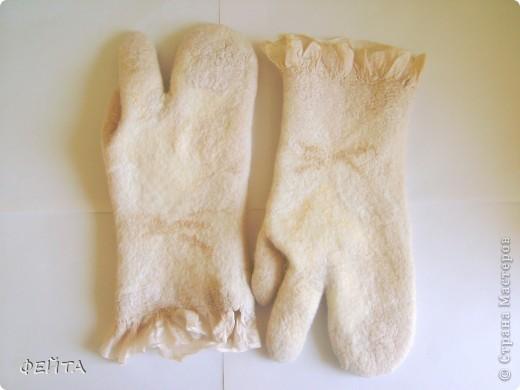 """Попробовала свалять """" по мокрому """" рукавички с двумя свободными пальцами на натуральном шелке,НЕ БЕЗ ПОМОЩИ """" Учителя"""" фото 2"""