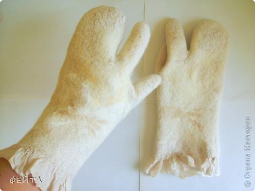 """Попробовала свалять """" по мокрому """" рукавички с двумя свободными пальцами на натуральном шелке,НЕ БЕЗ ПОМОЩИ """" Учителя"""" фото 3"""