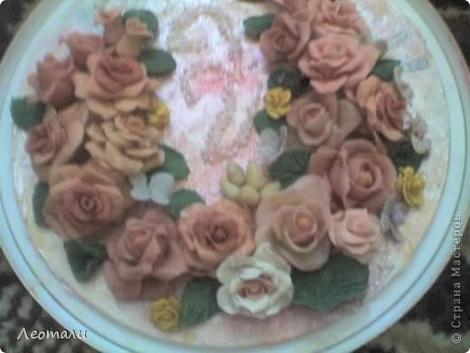Доброго времени суток все кто зашёл в гости.Моё второе панно готово. Розы из фарфора, слеплены давно и ждали пока их куда нибудь пришпандорят. На этом панно собрались цветы в бежево - коричневой гамме. фото 2