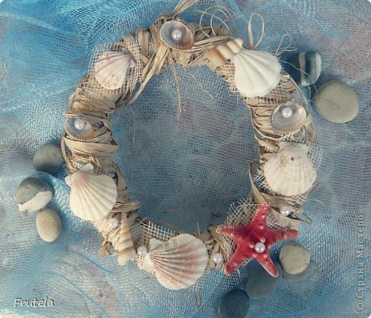 Такой веночек соорудила из ракушек,привезённых с отдыха на море) фото 1