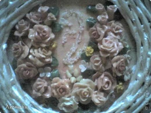 Доброго времени суток все кто зашёл в гости.Моё второе панно готово. Розы из фарфора, слеплены давно и ждали пока их куда нибудь пришпандорят. На этом панно собрались цветы в бежево - коричневой гамме. фото 4