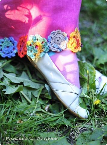Этим летом я получила в подарок  от одной замечательной женщины очень интересные нитки - клубок вискозной пряжи всех цветов радуги. Их было не так много, и мне пришла в голову идея использовать их таким образом. фото 6
