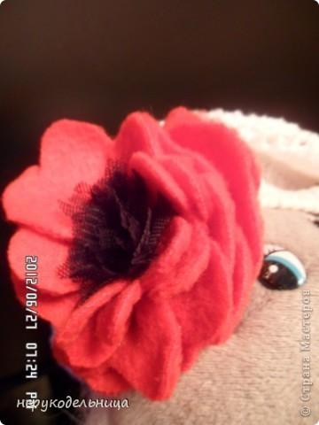 Дело было вечером.... цветочек из флиса сердцевина из сеточки. Делала для доченьки на беретку. фото 1