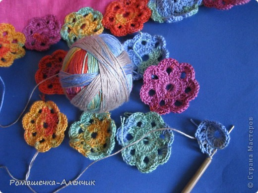Этим летом я получила в подарок  от одной замечательной женщины очень интересные нитки - клубок вискозной пряжи всех цветов радуги. Их было не так много, и мне пришла в голову идея использовать их таким образом. фото 7