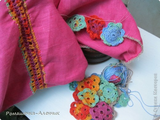 Этим летом я получила в подарок  от одной замечательной женщины очень интересные нитки - клубок вискозной пряжи всех цветов радуги. Их было не так много, и мне пришла в голову идея использовать их таким образом. фото 9