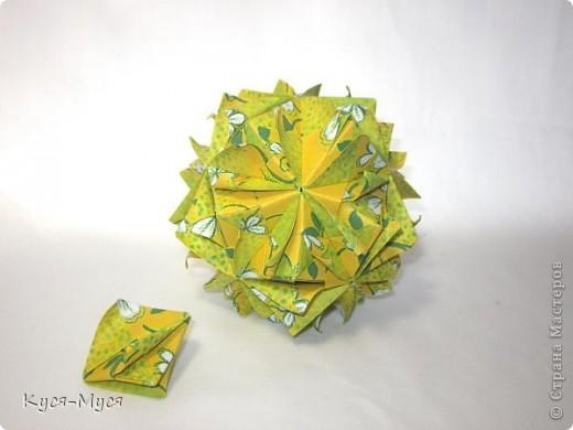 """Добрый день, дорогие мастера и мастерицы! Сегодня хочу показать несколько разных работ. Для начала кусудама. Как говорила Татьяна Турова: """"Не спрашивайте, почему Brightly...."""". Таня, я тоже люблю эту кусудаму. Захотелось солнышка и настроения!!!  Brightly Designer: Kiyoko Ito Parts: 30 Paper: 10*10 cm Final height: ~ 11 cm Joint: no glue фото 2"""