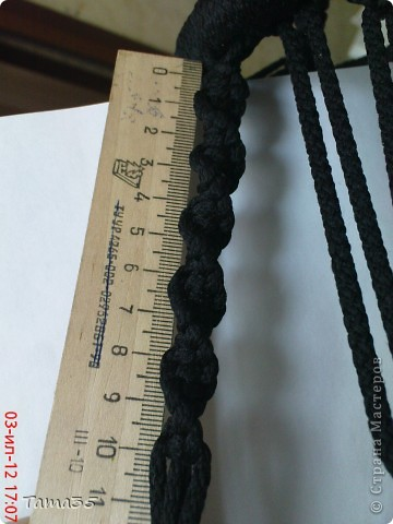 Здесь первая часть ( http://stranamasterov.ru/node/384896). Нарезаем шпагат на 22 отрезка все по 8 метров. по центру каждого завязываем временный узелок. фото 26