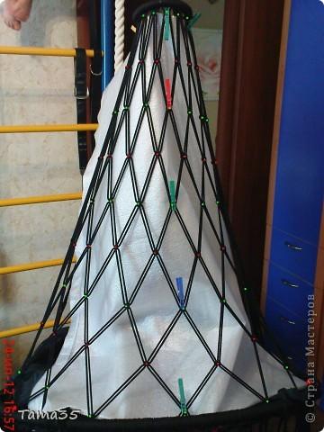 Здесь первая часть ( http://stranamasterov.ru/node/384896). Нарезаем шпагат на 22 отрезка все по 8 метров. по центру каждого завязываем временный узелок. фото 32