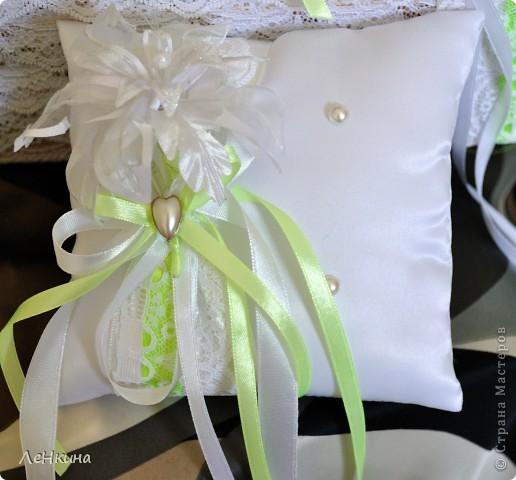Сегодня я к вам не только с открытками, сотворенными по мотивам скрапа, но и с очередным свадебным наборчиком. Свадьба будет в лилиях и в цвете зеленого яблока! Для меня немного непривычный цвет, по этому - экспериментировала ))))  Бокалы для жениха и невесты фото 3